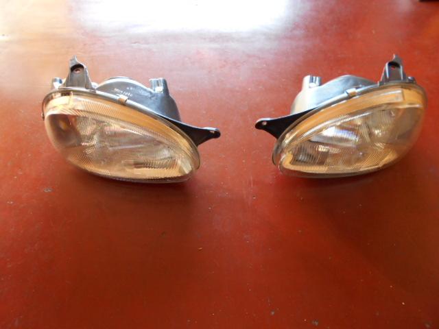60€ Opel Corsa B koplampen