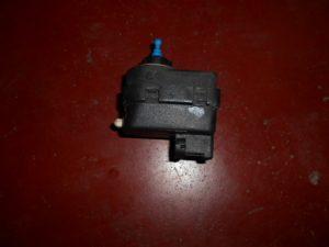 renault clio 2 koplampverstelling motortje electrisch p77 00415343 valeo