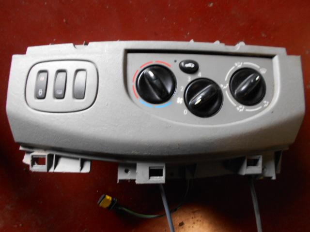 50€ Opel Vivaro bediening ventilatie en verwarming.