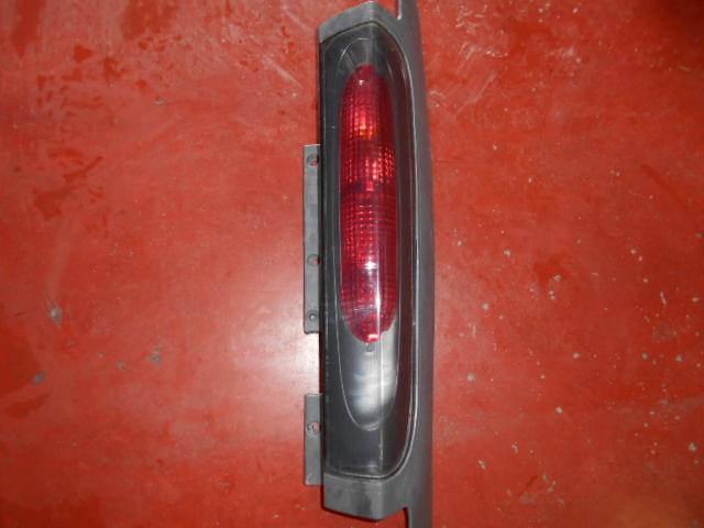 60€ Opel Vivaro a achterlicht links.